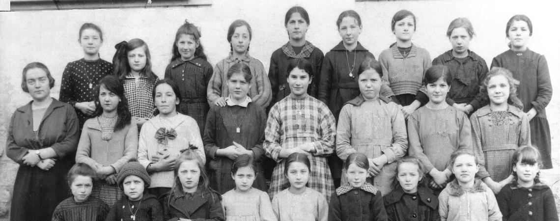 Ecole des filles de Muraz en  1922